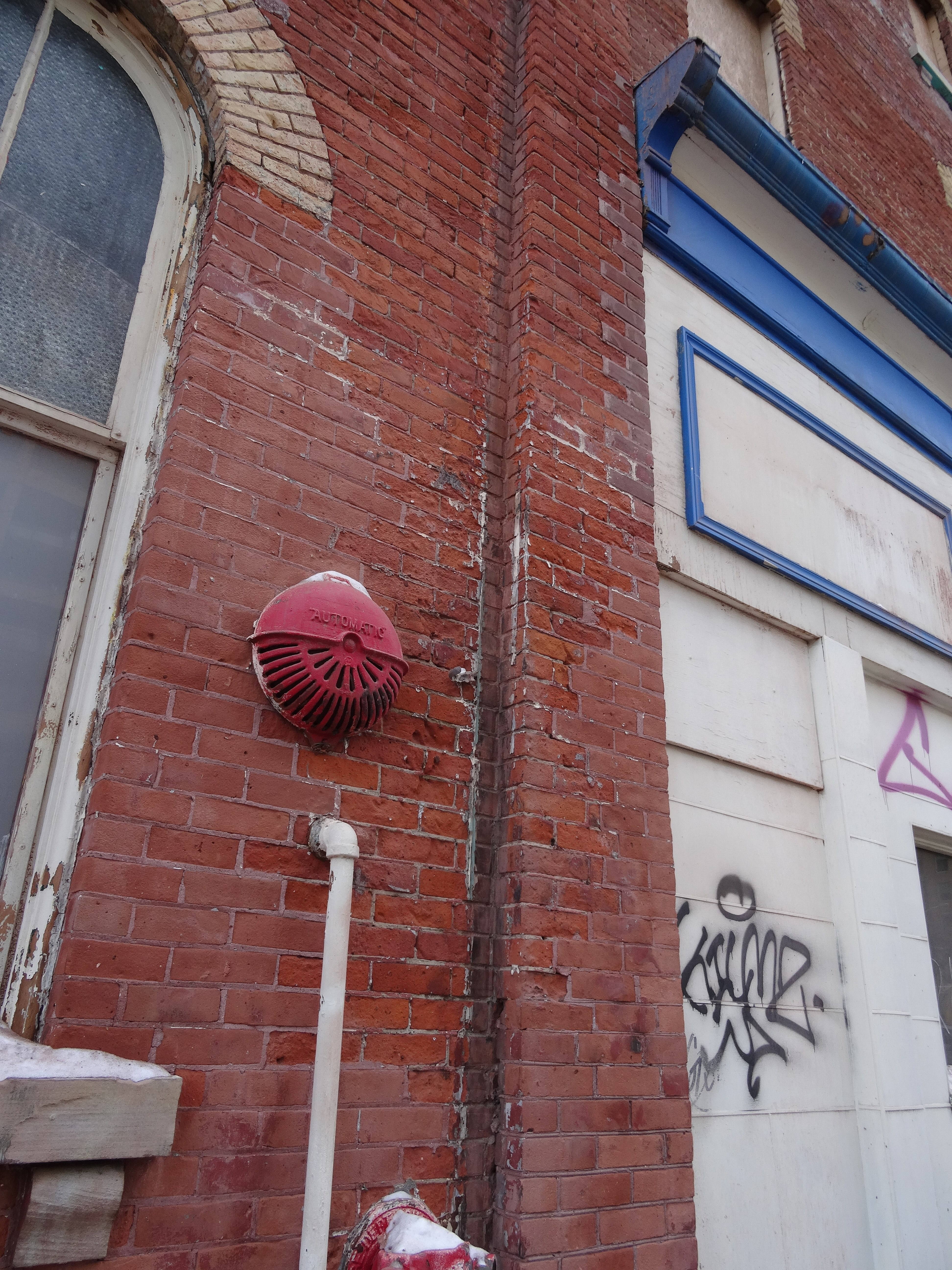 filedetails of the recently exposed bricks on the old spadina hotel 2015 01 31 14jpg panoramiojpg