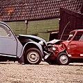 Deux Chevaux (Eend) en Mini Cooper - Deux Chevaux (Eend) and Mini Cooper (3351530556).jpg