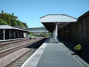 Dewsbury railway station - Dewsbury railway station, in June 2006