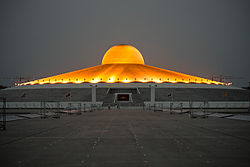 Dhammakaya cetiya night.jpg
