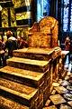 Dom zu Aachen, der Thron Kaiser Karl des Großen. Er steht seit 1200 Jahren im Dom an unveränderter Stelle (8279816581).jpg