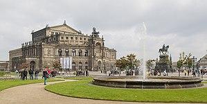 Dresden Germany Exterior-of-Semperoper-01