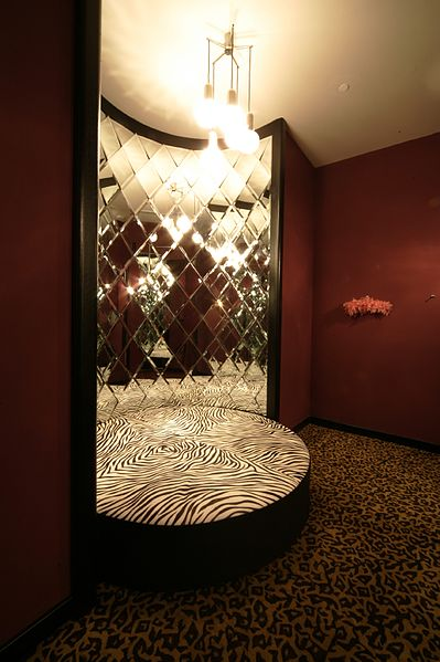 File:Dressing Room fitting room-Queen of Hearts-.jpg