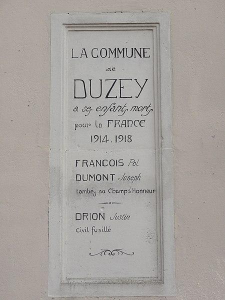 Duzey (Meuse) mairie, plaque monument aux morts