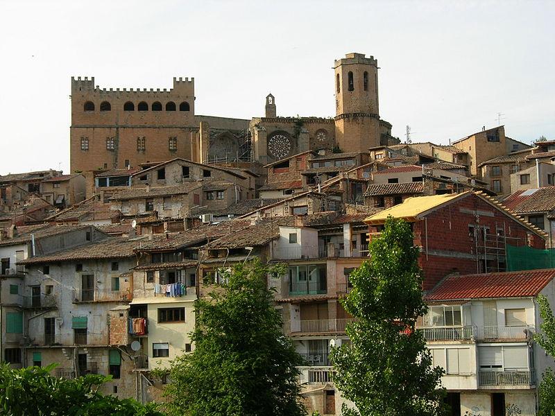 File:E02 La vila antiga amb el castell i Santa Maria la Major.jpg