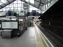 Earl's Court tube stn District platform 1 look west2 2012.JPG