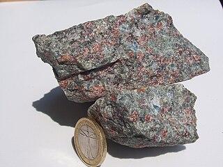 Omphacite clinopyroxene mineral, solid solution of jadeite (25%-75%), augite (25%-75%), and aegirine (0%-25%)