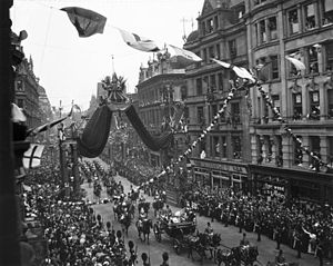 Coronation of King Edward VII and Queen Alexandra - The Procession in State passes through the London streets