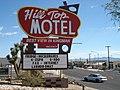 Enseigne du motel Hill Top à Kingman le long de la route 66.jpg