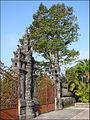 Entrée du tombeau de Khai Dinh (4378234837).jpg