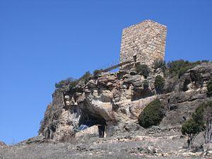 http://upload.wikimedia.org/wikipedia/commons/thumb/c/c3/Entrada_Cueva_de_los_Casares.JPG/300px-Entrada_Cueva_de_los_Casares.JPG