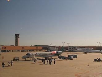 Wichita Dwight D. Eisenhower National Airport - Chicago bound ExpressJet on tarmac (2009)