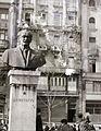 Fővám (Dimitrov) tér, Georgi Dimitrov mellszobra (Jordan Kracsmarov, 1954.). Fortepan 94438.jpg