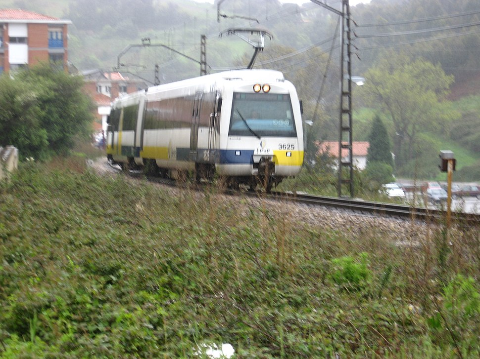 FEVE train by Candás