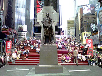 Duffy Square - Image: Father Duffy statue and TKTS booth risers