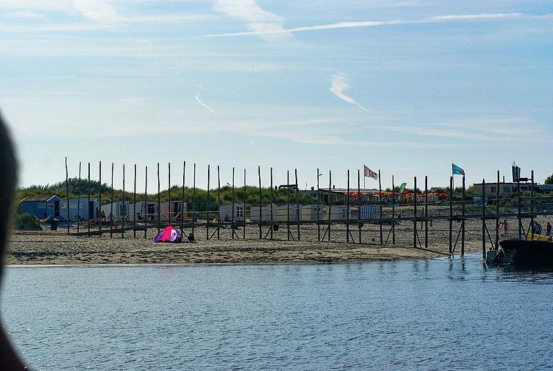 File:Ferry 'De Vriendschap' between Texel & Vlieland - View West on Landing Stage.jpg