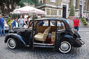 Fiat 1100 (1937) - The saloon (here a 1100) was pillarless and had rear doors opening backwards.