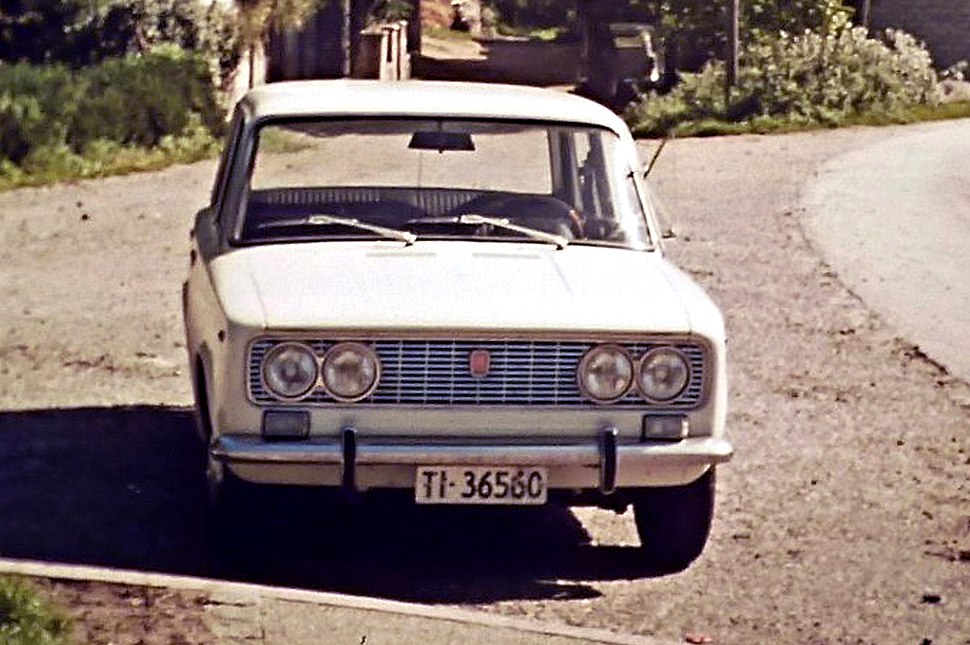 Fiat 124 S front view
