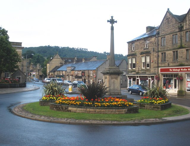 Floral roundabout, Bakewell - geograph.org.uk - 1407646