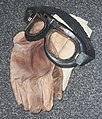 Flying goggles, leather gloves, shawl 01.jpg