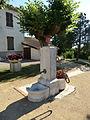 Fontaine de la mairie au Plantay.JPG