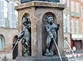 Fontaine de la place Saint-Étienne Toulouse - Marmousets en bronze, par Pierre Chevenet 1593.jpg