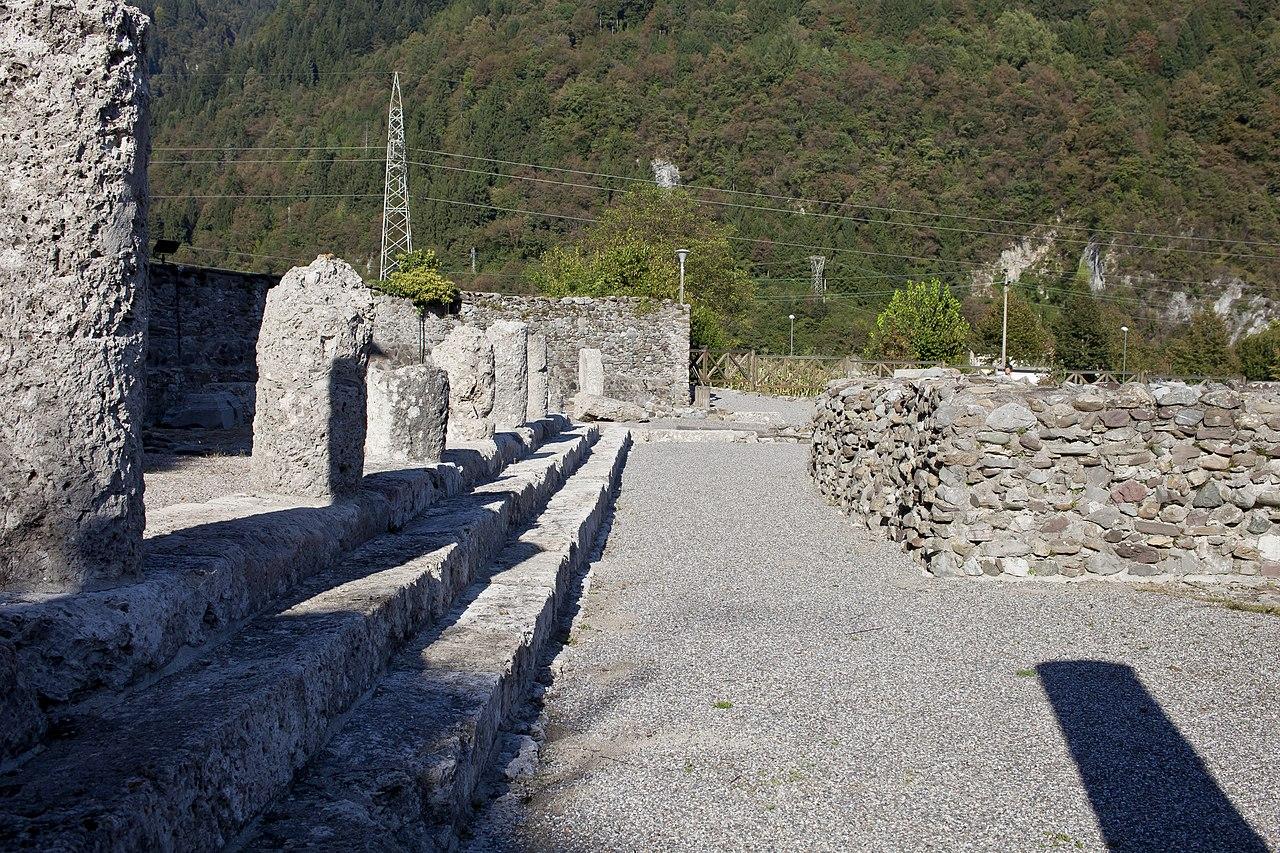File foro romano 5 wikimedia commons for Mb arredamenti castel romano