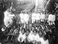 Frälsningsarméns missionärer, herr och fru Loois, ha friluftsmöte. Sulawesi, Kulawi. Indonesien - SMVK - 010760b.tif