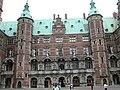 Frederiksborg slot - Innerer Hof 1.jpg