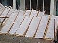 Galettes de riz rectangulaires, séchées au soleil.jpg