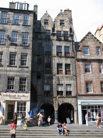 Rachel Chiesley, Lady Grange - Gladstone's Land (at centre) on the Royal Mile in Edinburgh was built in 1620 and would have been a familiar sight to the Erskines.