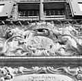 Grote portaal, beeldhouwwerk boven ingang - 's-Heerenberg - 20105742 - RCE.jpg