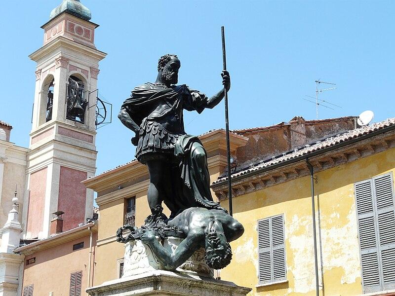 File:Guastalla-monumento Ferrante I Gonzaga2.jpg