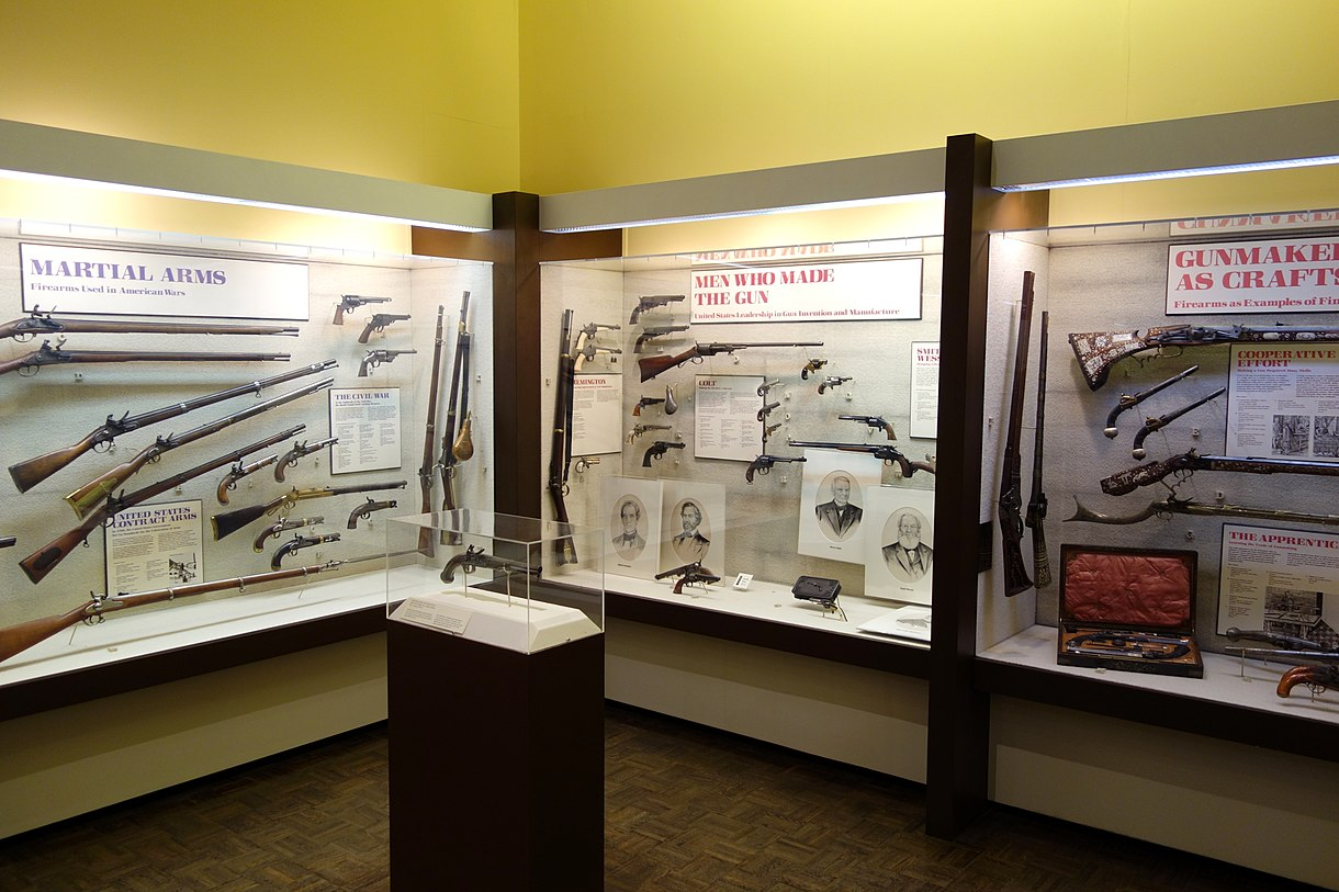 Gun displays - Huntington Museum of Art - DSC05478.JPG