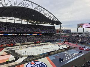2016 Heritage Classic - Gameplay during the 2016 Heritage Classic Alumni Game with the Edmonton Oilers Alumni taking on the host Winnipeg Jets Alumni