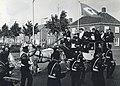 HUA-171149-Afbeelding van het vertrek van de gasten per diligence naar het cultureel centrum De Nobelaer te Etten Leur na de opening van het nieuwe NS station Et.jpg