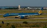 HVN A350 VN-A886 30jun15 LFBO-1.jpg