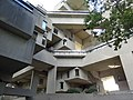 Habitat 67 court view 02.JPG