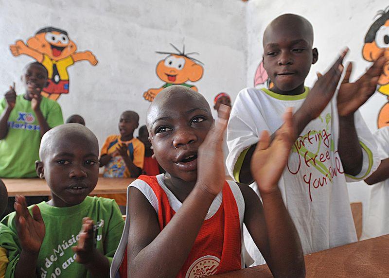 tienda tatuaje cornella llobregat. Niños huérfanos en un orfanatorio construído por Naciones Unidas luego del