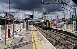 Harrow and Wealdstone station MMB 12 350121.jpg