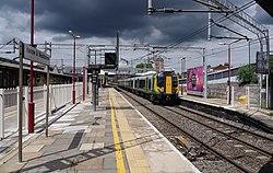 Harrow and Wealdstone station MMB 12 350121.jpg