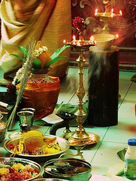 Ficheiro:HinduWeddingItems.jpg