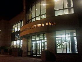 de Seryl and Charles Kushner Hall, de rjochtsfakulteit fan Hofstra University