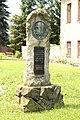 Horní-Moštěnice-pomník-TGM-u-kostela2013.jpg