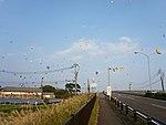 Hot air balloons are flying over Kase Ohashi and Chiyosuzume Shuzo 2016-11-05.jpg