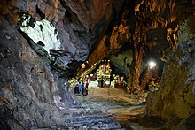 Houng Tich Cave, site of the Perfume Pagoda, northern Vietnam (20) (26743089289).jpg