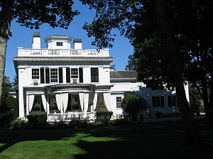 Martha's Vineyard - Classicist house next to the Whaling Church