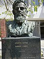 Hristo Botev monument by chinese 01.jpg