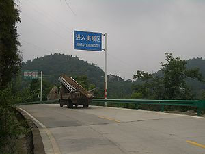 Pinyin - In Yiling, Yichang, Hubei, text on road signs appears both in Chinese characters and in Hanyu Pinyin