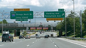 Interstate 295 (New York) - Southbound I-295 (Cross Bronx Expressway Extension) nearing the Throgs Neck tolls